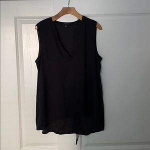 Ann Taylor top. Slightly worn, no defects.